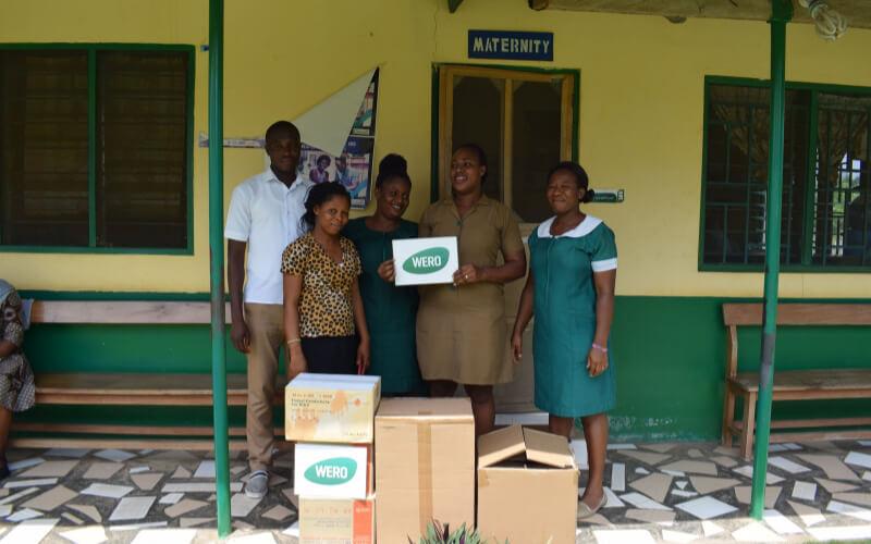 Ausladen der Spenden in Ghana
